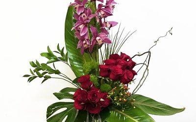 Macetón Oriental con orquídeas y rosas