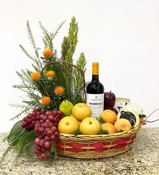 CEstas con frutas y vino de regalos